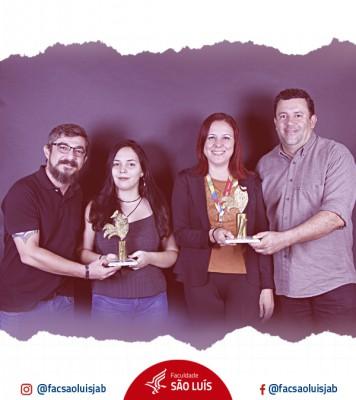 Alunos do curso de Publicidade e Propaganda recebem premiação no Fest'in, pelo segundo ano consecutivo